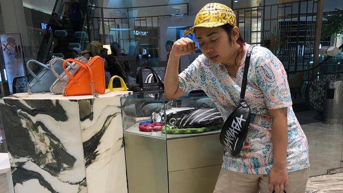 Belanja di Outlet Brand Fashion Balenciaga, Penampilan Soimah Jadi Sorotan