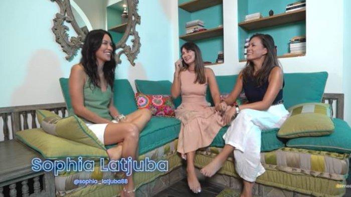 Sophia Latjuba dan Luna Maya saling lempar pujian.