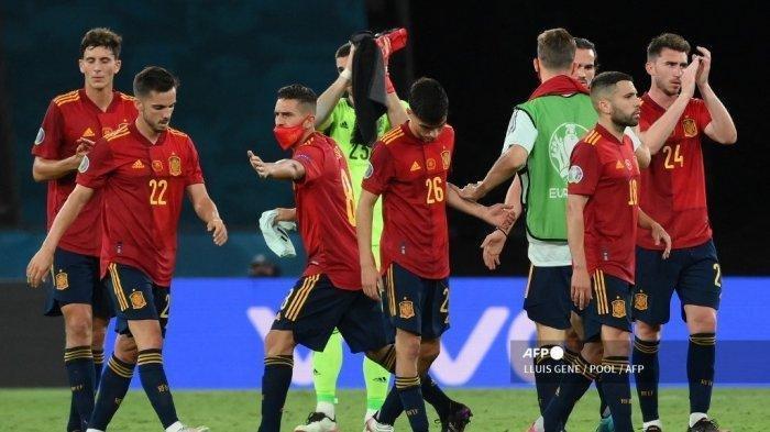 Reaksi pemain Spanyol pada akhir pertandingan Grup E UEFA EURO 2020 melawan Polandia di Stadion La Cartuja di Seville, Spanyol, pada Minggu, 20 Juni 2021.