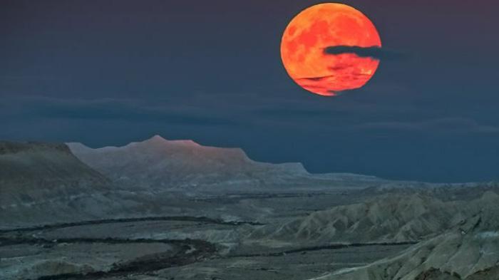 LIVE STREAMING: Sedang Berlangsung Supermoon di Langit Rusia dan Amerika Sekarang! Tonton Disini