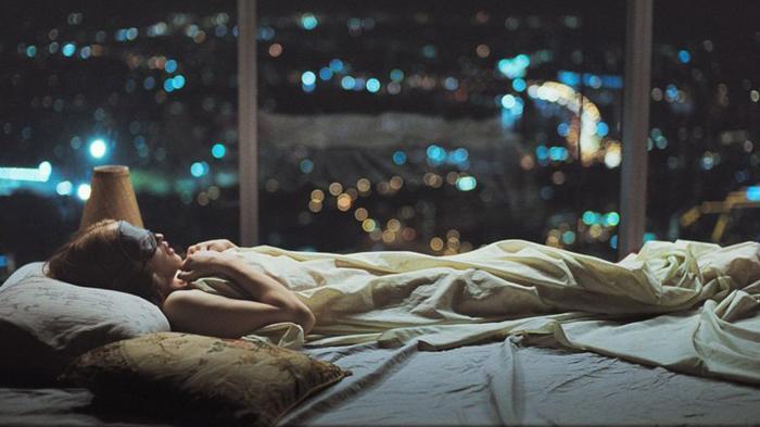 4 Kebiasaan Sebelum Tidur Sepele yang Bisa Bikin Wajah Mulus & Glowing, Air Putih Jaga Kelembapan