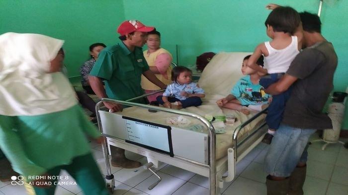 Berangkat Sekolah Naik Truk, Puluhan Anak Sekolah Masuk Jurang, Ada yang Luka Hingga Patah Tulang
