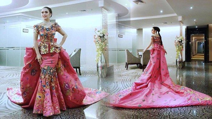 Disebut Bekerja Sama dengan Dua Designer Terkenal, Gaun Pernikahan Syahrini Sudah Hampir Jadi