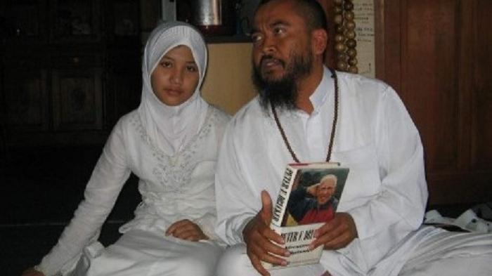 Syekh Puji dan Istrinya Lutfiana Ulfa