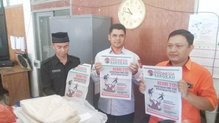 Diduga Sudutkan Salah Satu Capres Ratusan Tabloid Indonesia Barokah Disita Perhatikan Judul-judulnya