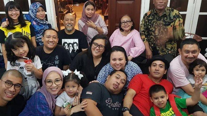 Rayakan Tahun Bersama Keluarga, Indro Warkop Kenang Sibuknya Mendiang Istri di Malam Tahun Baru