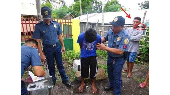 Perhatikan Foto Ini! Jangan Fokus pada Pemuda & Petugas, Ada Kejanggalan di Sana