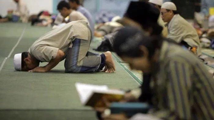 Umat Muslim Biasa Beritikaf di Masjid untuk Mendapatkan Malam Lailatul Qadar, Ini Bacaan Doanya