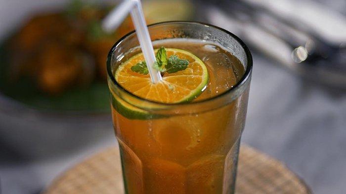 Cara Membuat Teh Kampul, Minuman Mirip Lemon Tea yang Berasal dari Solo