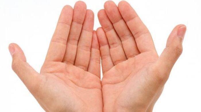Satukan Kedua Telapak Tanganmu & Cek Kepribadianmu Disini, Sama Tinggi: Lemah Lembut