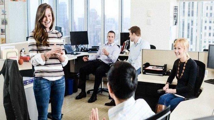 6 Tanda Kamu Dimanfaatkan Teman Kerja di Kantor, Termasuk Minta Bayaran dan Memperlakukan Seenaknya
