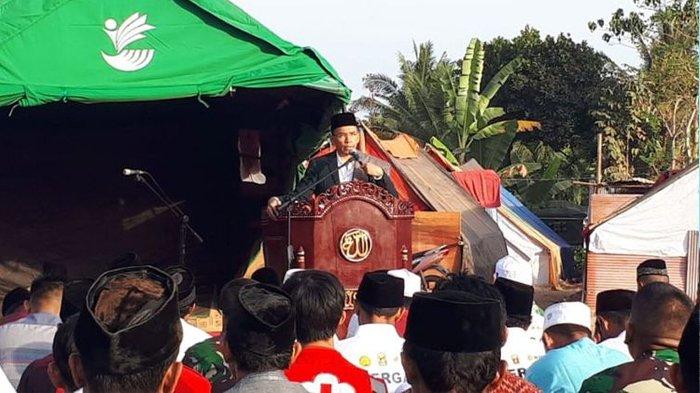 Gubernur NTB, TGH M Zainul Majdi saat menjadi Khotib dalam sholat Idul Adha di Kabupaten Lombok Utara