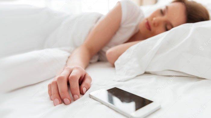 Kebiasaan Tidur dengan Lampu Menyala Ternyata Bisa Berbahaya Bagi Kesehatan, Khususnya Perempuan