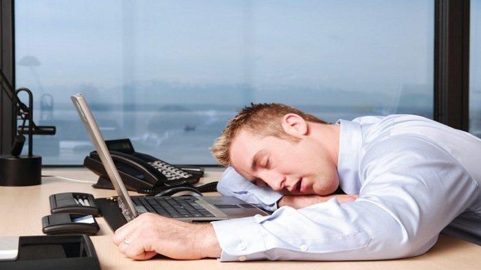 Ilustrasi tidur saat berkerja.
