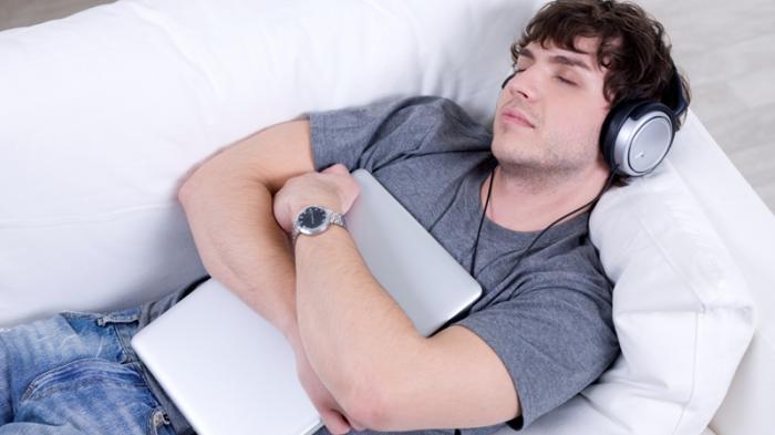 Ini Jenis Musik yang Cocok Digunakan Sebagai Pengantar Tidur, Bisa Atasi Gangguan Tidur!