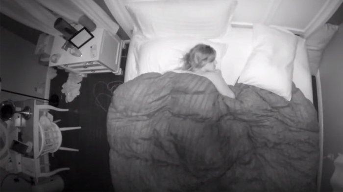 Selalu Bangun Tidur dalam Kondisi Capek, Rekaman CCTV Seorang Ibu Ungkap Penyebab Rasa Lelah Itu