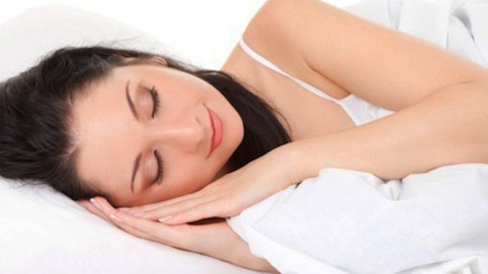 Menggerai Rambut dan 2 Kesalahan Sepele Saat Tidur Ini Bisa Menyebabkan Masalah pada Wajahmu!