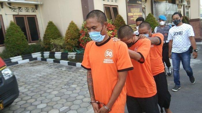 Tiga pelaku pencabulan saat dihadirkan saat jumpa pers di Mapolres Klaten, Selasa (4/5/2021).