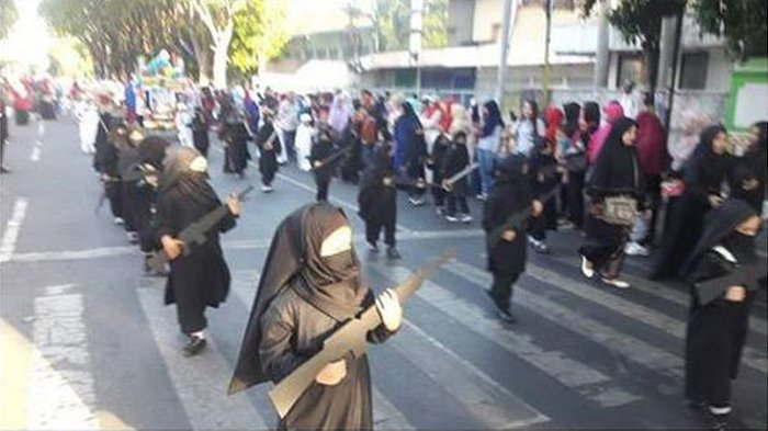 Viral Taman Kanak-kanak Peserta Karnaval 'Bersenjata' Serupa Laras Panjang di Probolinggo