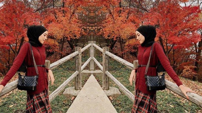 Deretan Tren Gaya Hijab 2019 Dipadukan dengan Rok Motif Kotak-Kotak, Jangan Ketinggalan!
