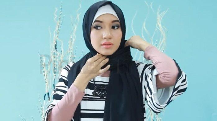 Tutorial Hijab Pashmina Untuk Aktivitas Sehari Hari Simple Dan Mudah Dilakukan Tribunstyle Com