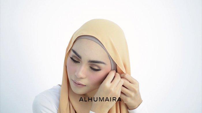 Tutorial Hijab Tetap Perlihatkan Anting Di Telinga Cocok Untuk Ke Kondangan Tribunstyle Com