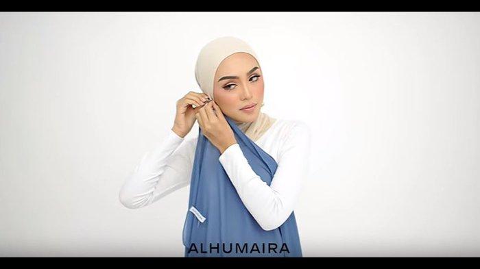 Ingin Memperlihatkan Anting Kamu Saat Pakai Hijab Ikuti Saja Model Terbaru Ini Dijamin Manis Tribunstyle Com