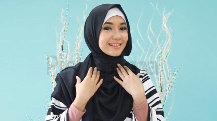 Tutorial Hijab Pashmina Yang Simpel Dan Modis Untuk Hangout Malam Minggu Tribunstyle Com