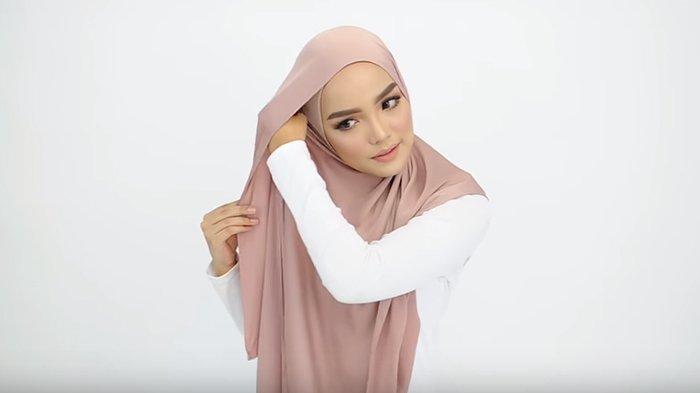 Tutorial Hijab Pashmina Yang Super Simpel Dan Kece Untuk Ke Kondangan Terlihat Anggun Dan Elegan Tribunstyle Com