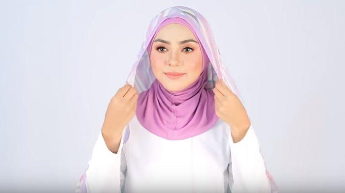 Tutorial Hijab Segiempat Untuk Wanita Karir Saat Ke Kantor Bikin Nyaman Saat Bekerja Tribunstyle Com