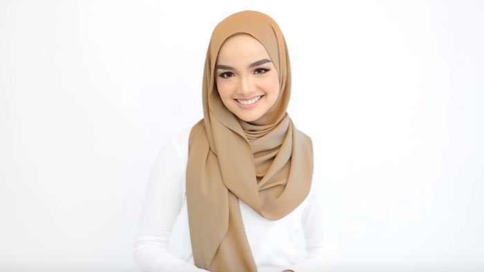 Tutorial Hijab Dengan 1 Model Yang Bisa Untuk Segala Acara Dari Hangout Hingga Kondangan Tribunstyle Com