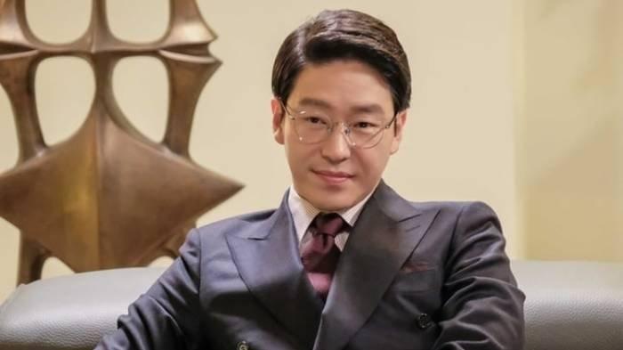Profil Uhm Ki Joon, Biodata dan Perjalanan Karier Pemeran Joo Dan Tae dalam Drama The Penthouse