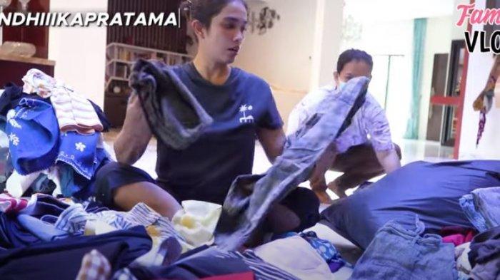 Ussy Sulistiawaty bongkar baju bekas untuk disumbangkan