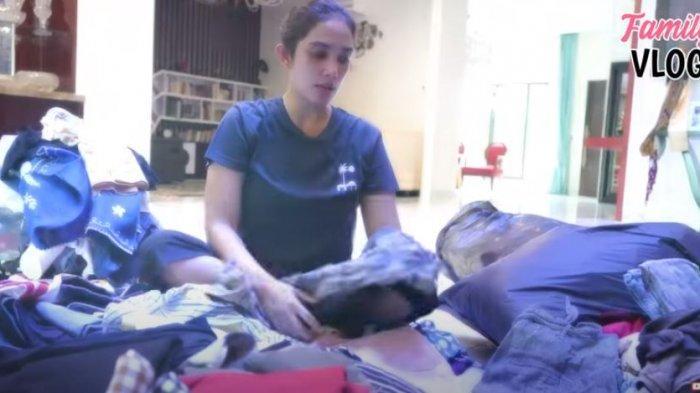 PEDULI Sesama, Ussy Sulistiawaty Bongkar Baju Bekas & Borong 4 Karung Beras Dibagi ke Panti Asuhan