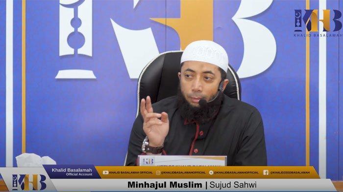 Ustaz Khalid Basalamah saat menjelaskan tentang sujud sahwi