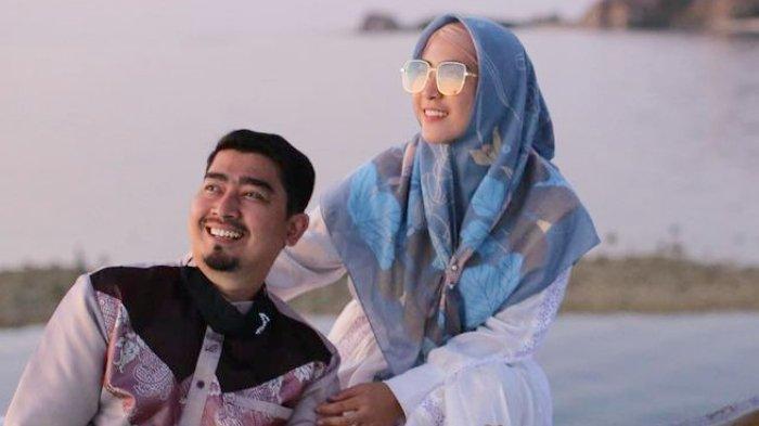 Ustaz Solmed dan sang istri, April Jasmine