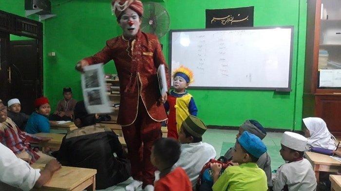 UNIK Ustaz Berdakwah Pakai Kostum Badut, Selain Menghibur 'Ada Akhlak yang Saya Tanamkan ke Anak'
