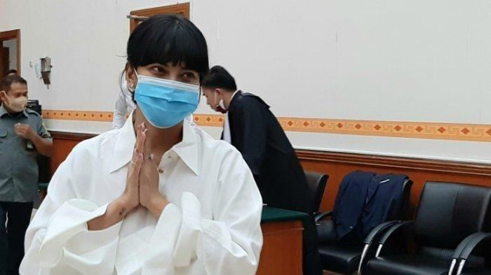 Vanessa Angel menjalani sidang perdana terkait kasus kepemilikan psikotropika jenis Xanax di Pengadilan Negeri Jakarta Barat, Jalan S Parman, Slipi, Jakarta Barat, Senin (31/8/2020).