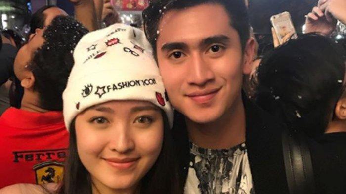 Rayakan Tahun Baru 2018 Bersama, Verrell Bramasta dan Natasha Wilona Dibilang Mirip!