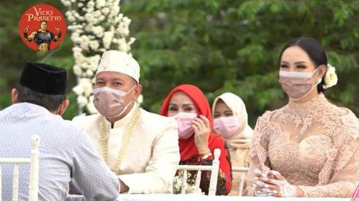 Vicky Prasetyo resmi menikahi Kalina Ocktaranny.