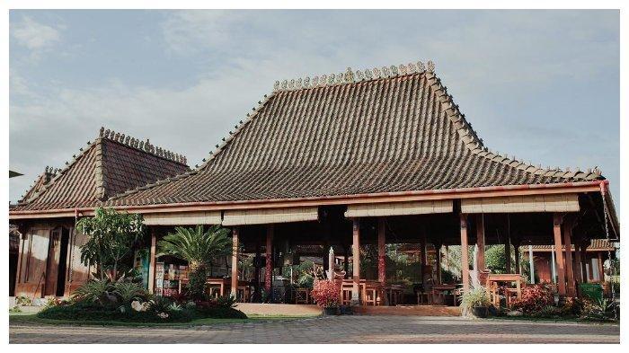 Villa milik Inul Daratista.