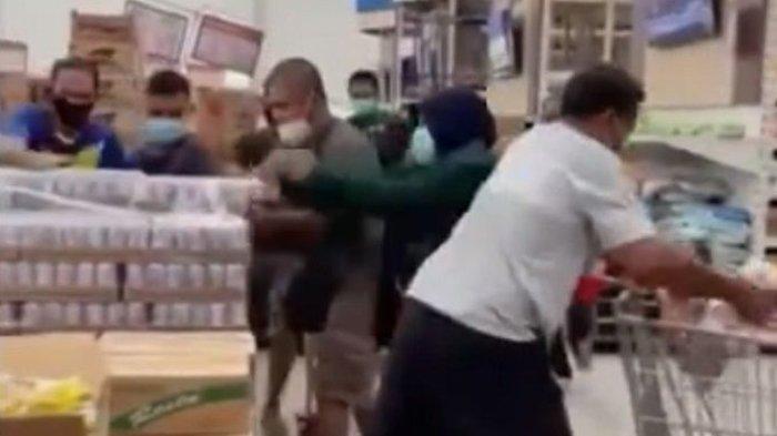 Viral orang berebut susu beruang di supermarket.