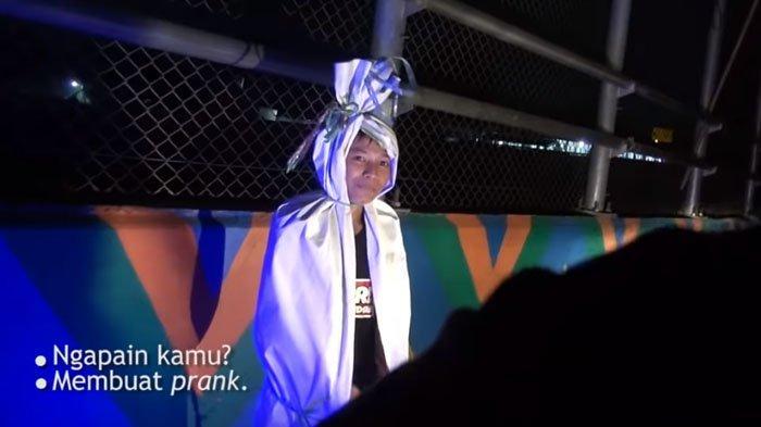 Niat Bikin Video Prank Jadi Pocong, Bocah Ini Malah Ketahuan Polisi, Ditinggal Lari Teman-temannya!