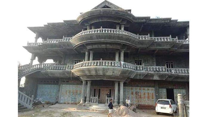 Rumah Kosong bak Istana di Garut Dijual Rp 9 Miliar di Facebook, Si Penjual Ungkap Misteri Bangunan