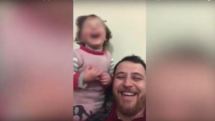 VIRAL VIDEO Ayah di Suriah Ajari Anak Untuk Tertawa Bahagia Ketika Mendengar Bom Terjatuh