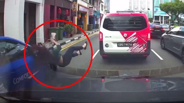Asik Main HP saat Menyeberang Jalan, Wanita ini Terima Akibat Menyakitkan!