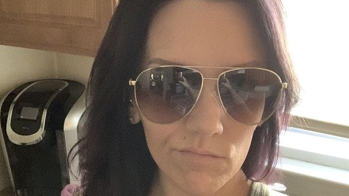 Wanita Ini Syok Ada Dua Sosok Tak Dikenal Tertangkap Kamera