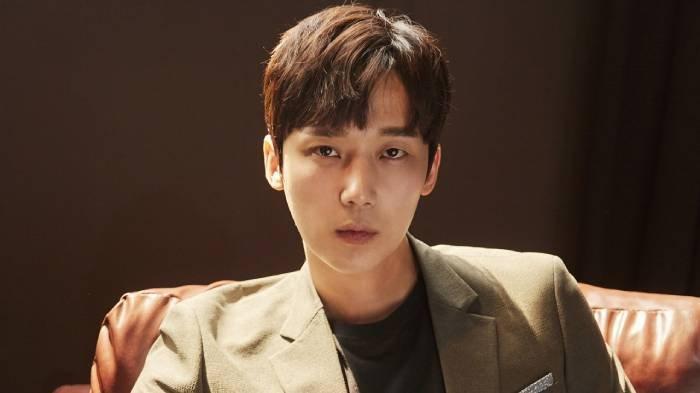 Profil Yoon Jong Hoon, Biodata dan Perjalanan Karier Bintang Drama The Penthouse