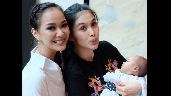 POPULER Saking Sering Dikado Sandra Dewi, Yuanita Christiani Sebut Hadiahnya Sudah Menumpuk Selemari
