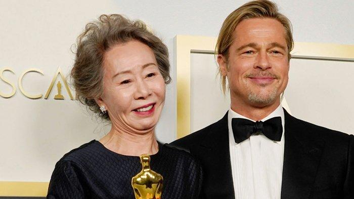Memandang Youn Yuh Jung Pidato saat Menerima Piala Oscar 2021, Brad Pitt Meneteskan Air Mata